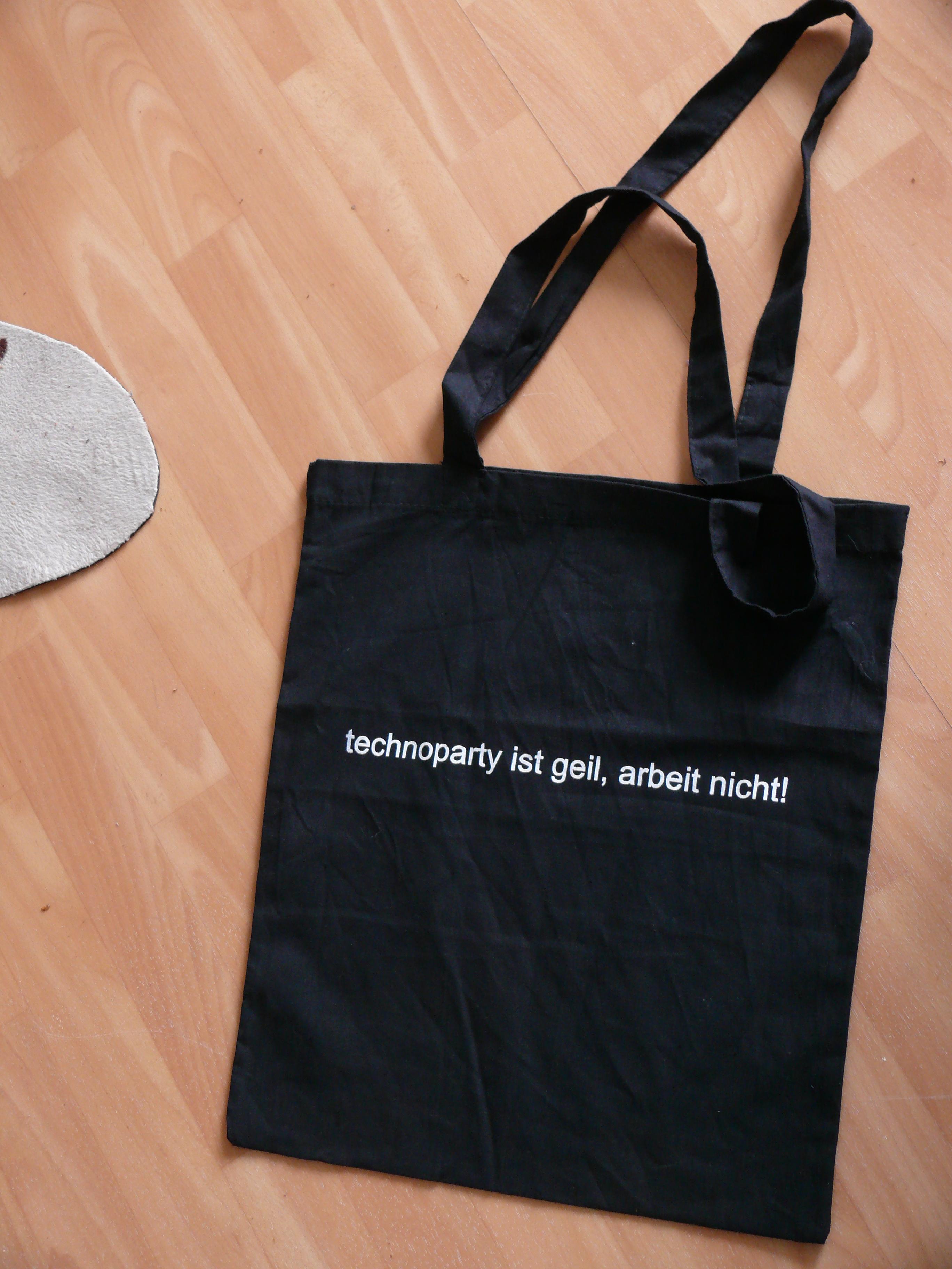 http://schlaraffenland.blogsport.de/images/technopartyistgeil.JPG
